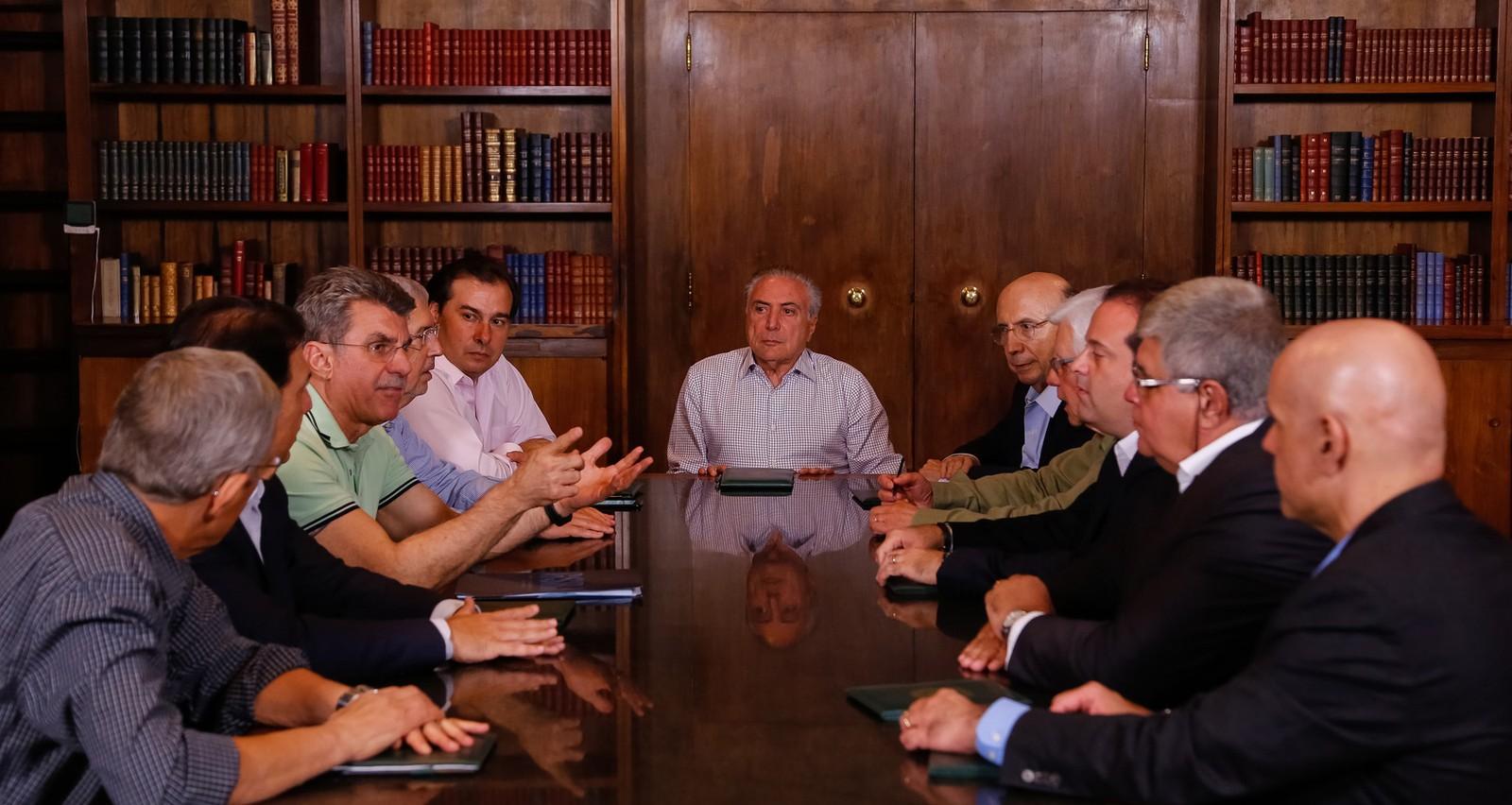 Temer reúne ministros e parlamentares para discutir reforma da Previdência na noite de domingo