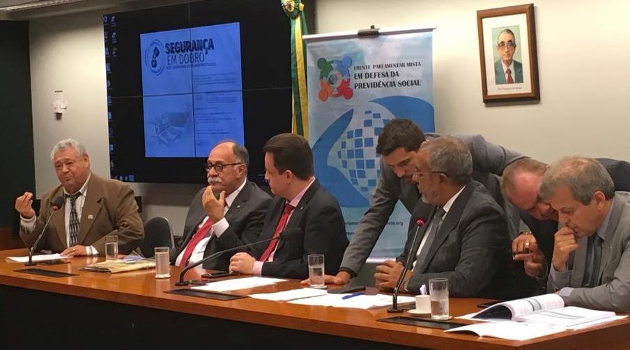 Entidades e parlamentares preparam relançamento da Frente em defesa da Previdência