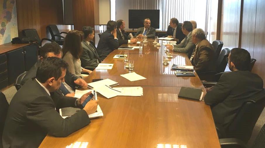 Representantes do governo recebem propostas de aposentados